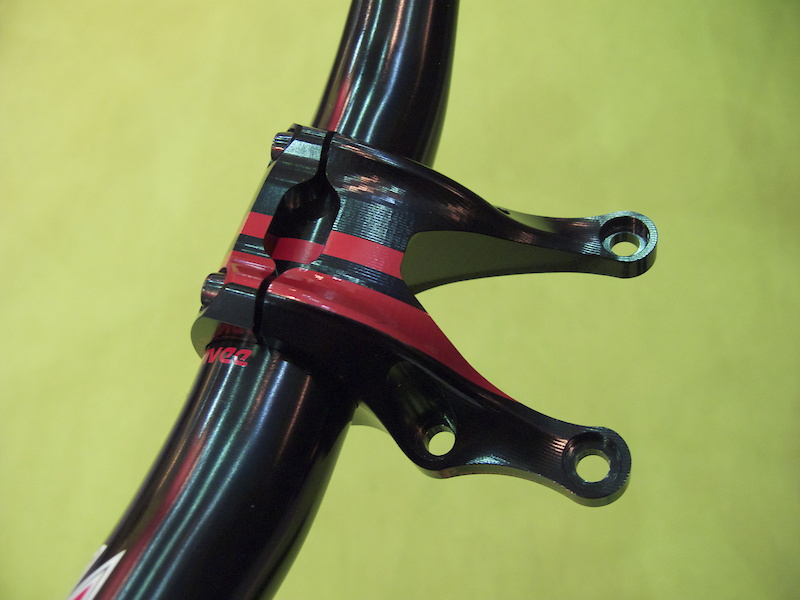 The Production Privee 548 stem and bar not only look great together, but also have some functional benefits.