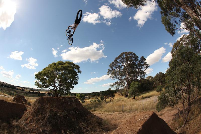 Австралия: там прыгают не только кенгуру, но и велосипедисты P4pb6343910