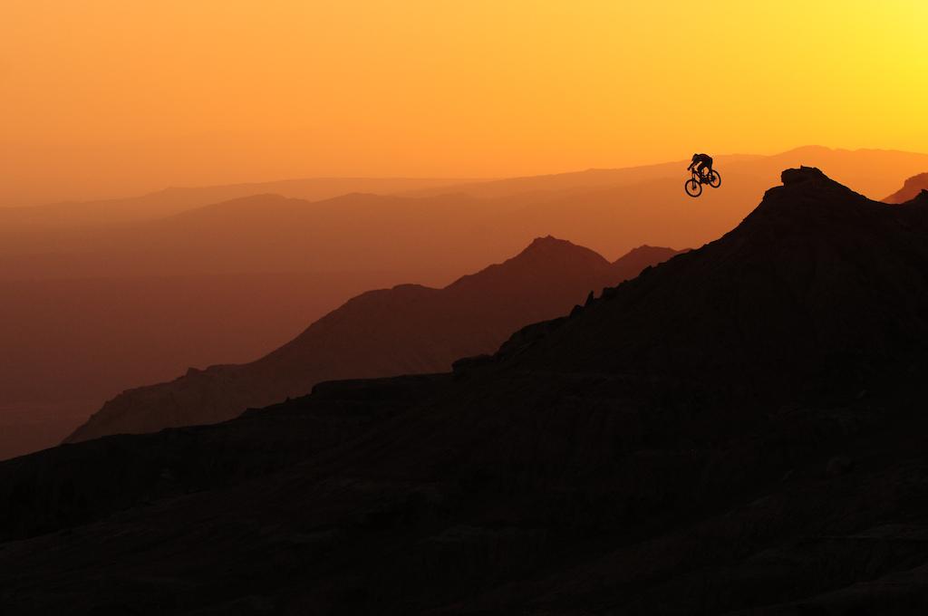 山地车骑行高清壁纸